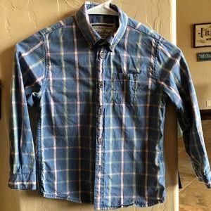 Boys long sleeved button down shirt. EUC. Size 6
